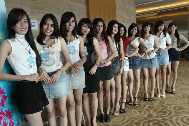 Girls in Kupang, Indonesia