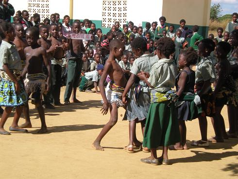 Girls in Mumbwa (ZM)